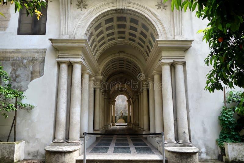 Zwangsperspektivengalerie Palazzo Spada durch Francesco Borromini stockbild