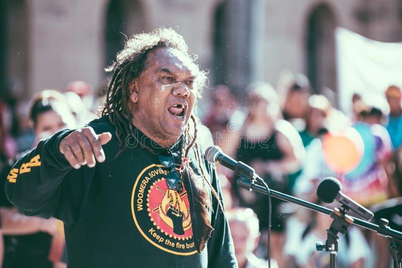 Zwangsschließung März Brisbanes Aborigional stockbild