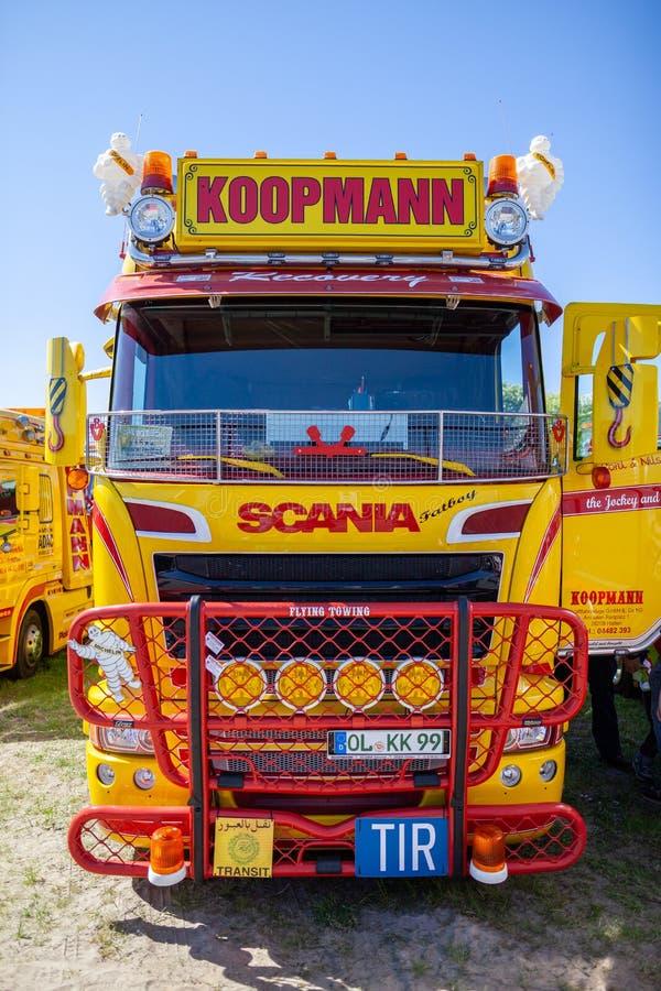Zware het slepenvrachtwagen van Scania van de bestelwagendienst stock afbeeldingen
