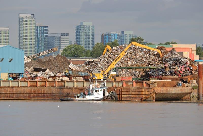 Zware Industriële Riverfront en Stad royalty-vrije stock foto's