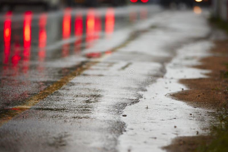 Zware regen op de weg royalty-vrije stock foto's