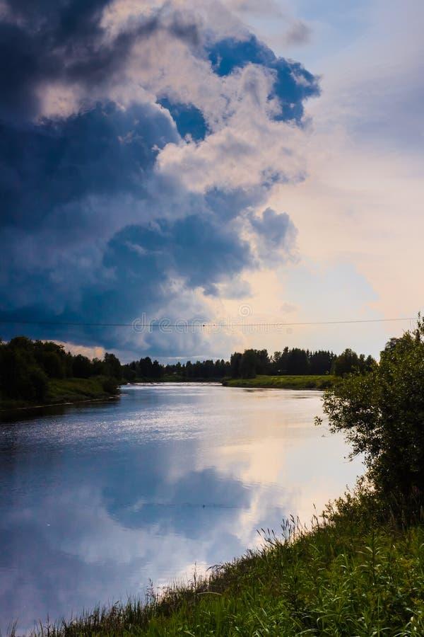 Zware Wolken op een de Zomernacht stock afbeeldingen