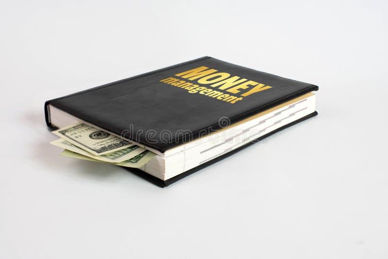Zwart boek met geld en het beheer van het inschrijvingsgeld op witte achtergrond stock afbeelding