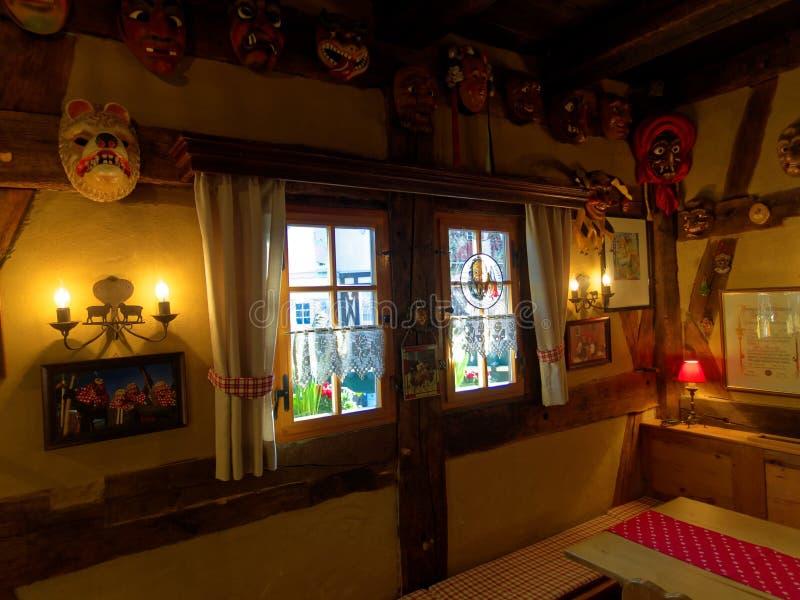 Zwart boshuis traditioneel binnenland royalty-vrije stock foto's