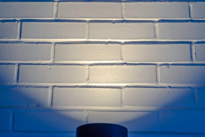 Zwart cilindrisch licht die een muur in Eagle Mountain Utah verlichten royalty-vrije stock fotografie