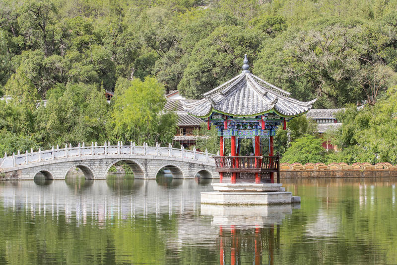 Zwart Dragon Pool, Lijiang China royalty-vrije stock foto's
