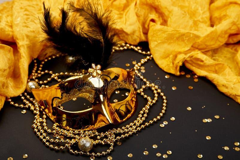 Zwart en gouden Carnaval-masker Hoogste mening royalty-vrije stock foto