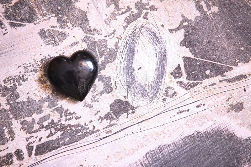 Zwart glashart De achtergrond van de valentijnskaart stock foto
