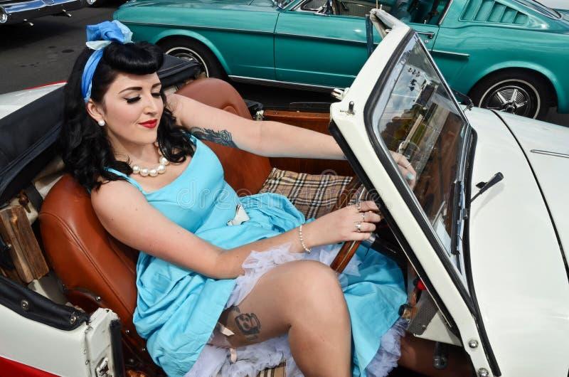 Zwart haired retro Meisje royalty-vrije stock foto's