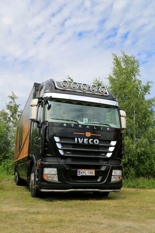 Zwart Iveco Stralis 450 Aanhangwagenvrachtwagen royalty-vrije stock afbeelding