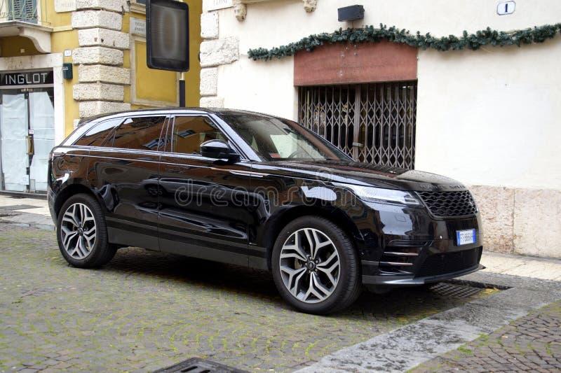 Zwart Land Rover Range Rover royalty-vrije stock foto's