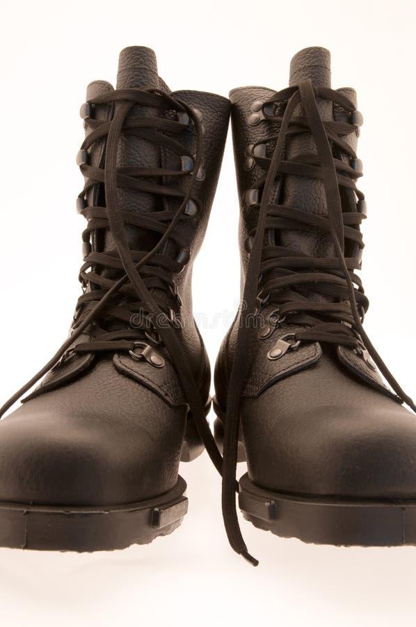 Zwart leger/militaire laarzen op witte achtergrond royalty-vrije stock foto