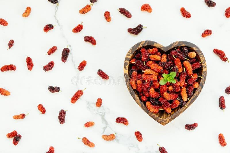 Download Zwart Moerbeiboomfruit In Kom Stock Afbeelding - Afbeelding bestaande uit boom, tuin: 107707515