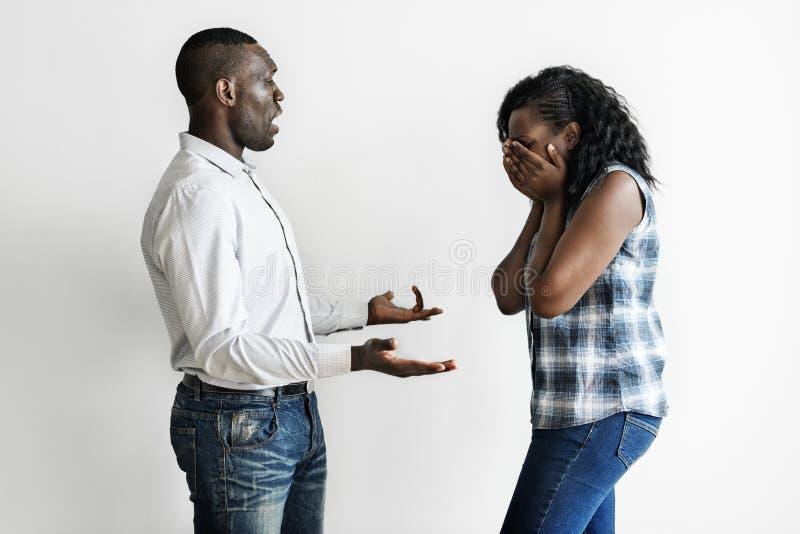 Zwart paar die een argument hebben royalty-vrije stock foto