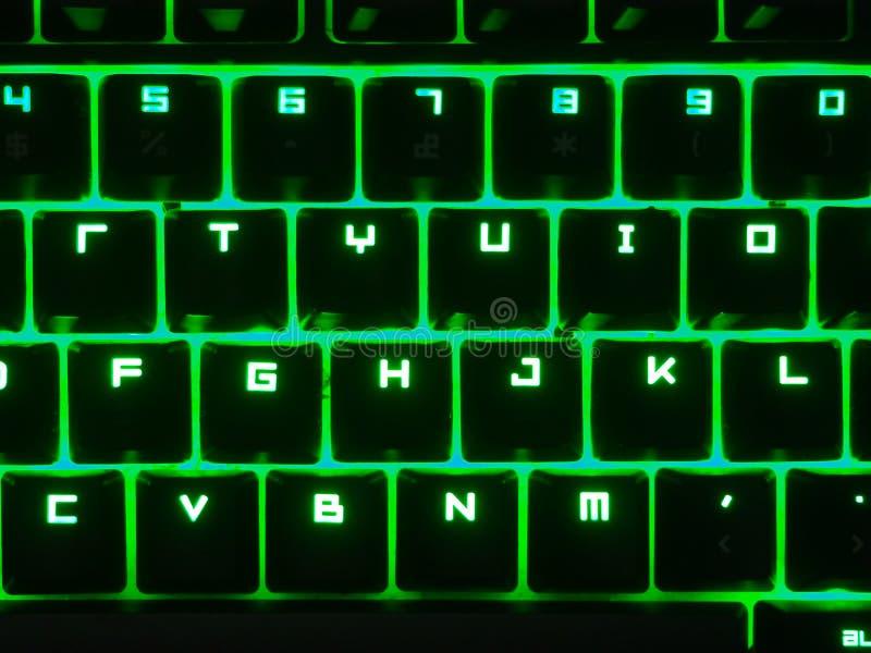 Zwart toetsenbord met geleid groen stock fotografie