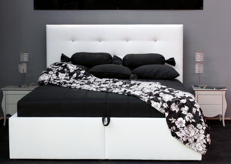 Zwart-wit bed stock afbeeldingen