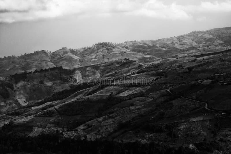 Zwart-wit beeld van Heuvelvallei royalty-vrije stock foto's