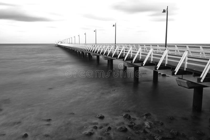Zwart-wit beeld van Shorncliffe-Pijler stock foto