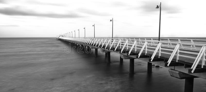 Zwart-wit beeld van Shorncliffe-Pijler stock afbeeldingen