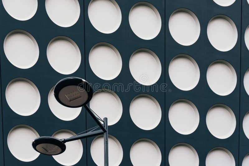 Zwart-wit doted moderne architectuur stock fotografie