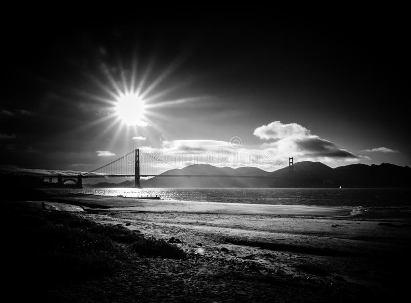 Zwart-wit Golden gate bridge stock foto's