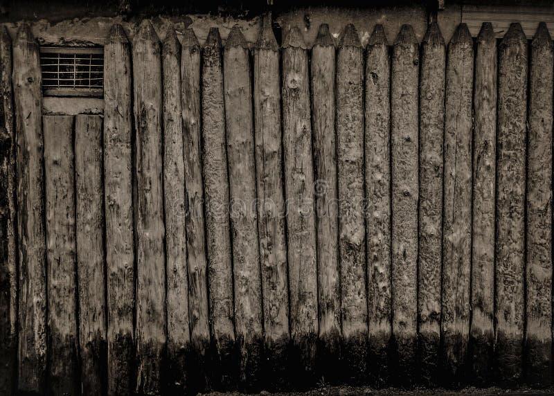 Zwart-wit houten omheining stock foto