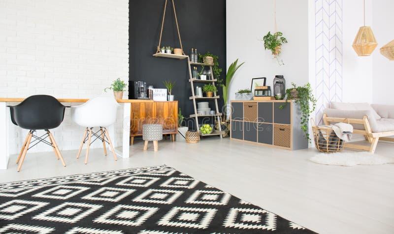 Zwart-wit huisbinnenland stock afbeelding