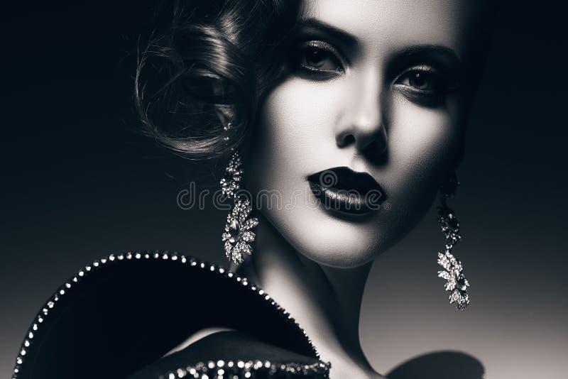 Zwart-wit mooie elegante vrouw stock afbeelding