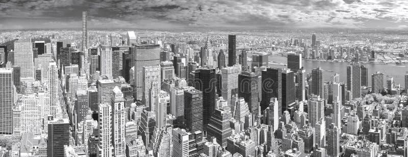 Zwart-wit panorama van Manhattan stock afbeelding