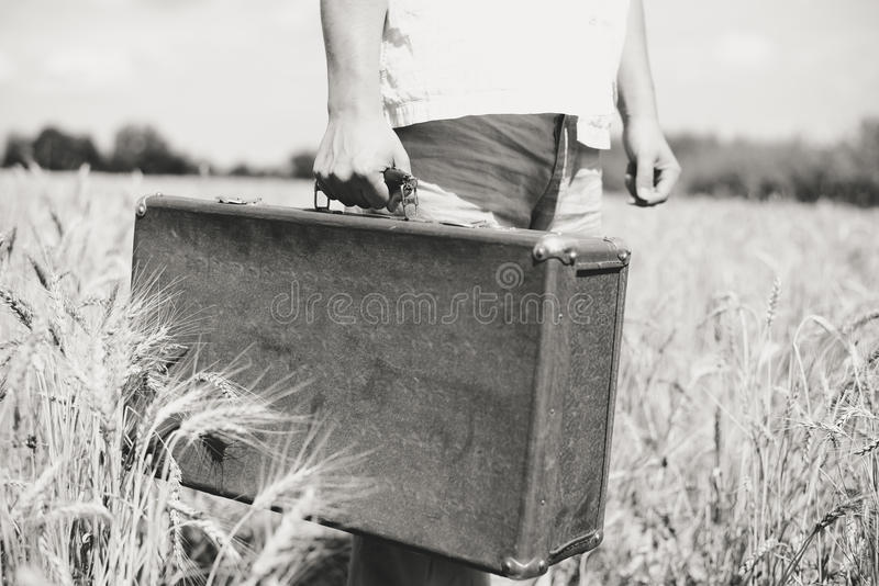 Zwart-wit plattelandsbeeld van handholding stock afbeeldingen