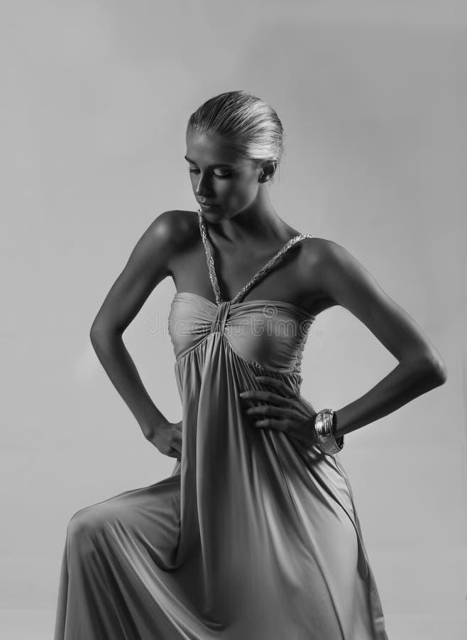 Zwart-wit portret van blondegodin royalty-vrije stock afbeeldingen