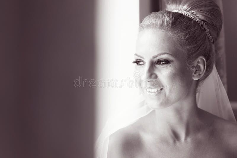 Zwart-wit portret van een bruid stock fotografie