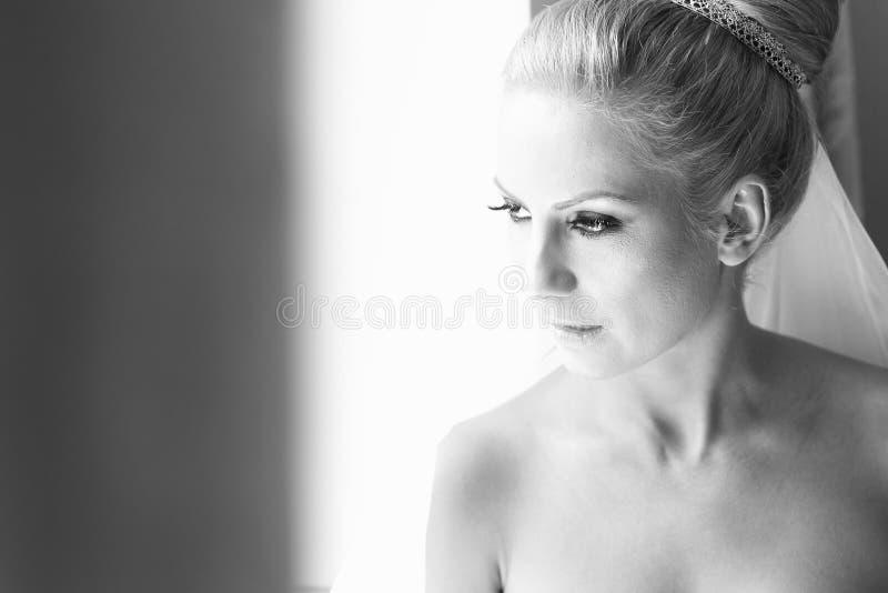 Zwart-wit portret van een bruid royalty-vrije stock afbeeldingen
