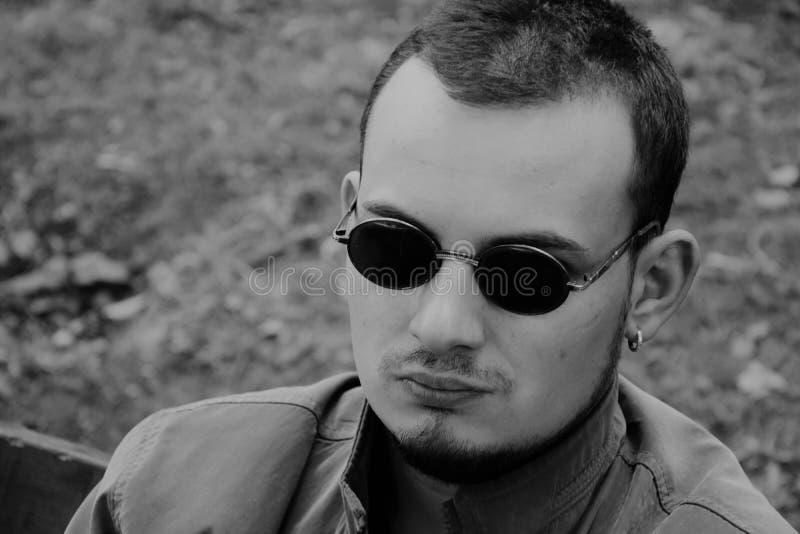 Zwart-wit portret van een mens stock afbeelding