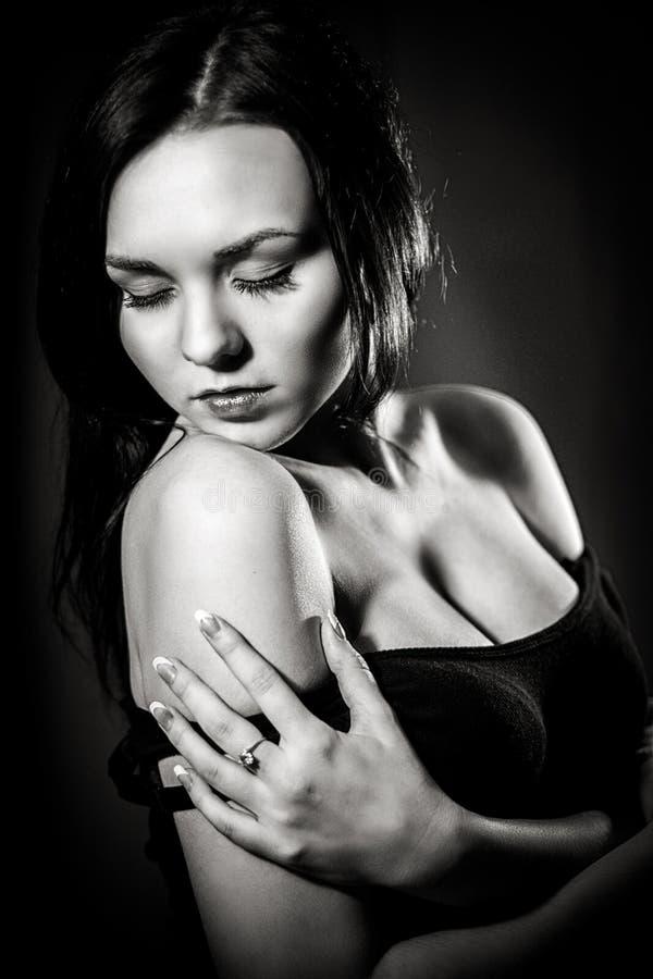 Zwart-wit portret van een mooi meisje royalty-vrije stock foto