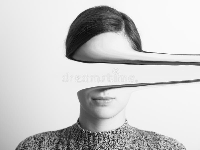 Zwart-wit Portret van Geheimzinnig Meisje stock afbeeldingen