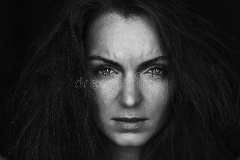 Zwart-wit portret van schreeuwende vrouw royalty-vrije stock foto's