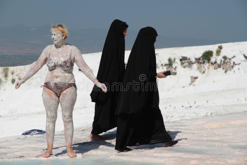 Zwart-wit portret: vrouwen van verschillende culturen stock foto