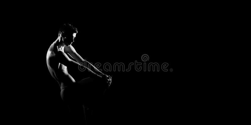 Zwart-wit silhouet van mannelijke balletdanser Snak monochrom horizontaal beeld stock afbeeldingen