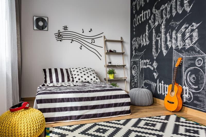 Zwart-wit Slaapkamer Voor Musicus Stock Foto - Afbeelding bestaande ...