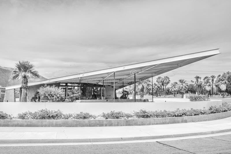 Zwart-wit Tramspoorbenzinestation in Palm Springs stock foto