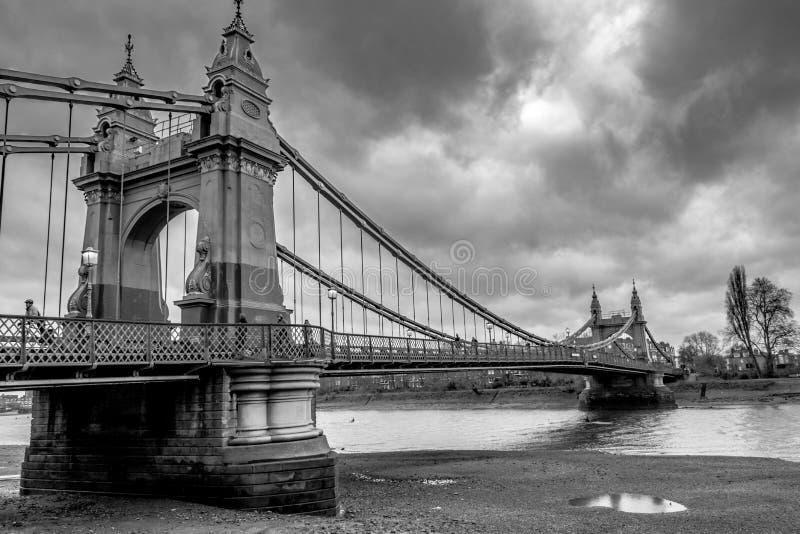 Zwart-wit van Brug Hammersmith stock foto's