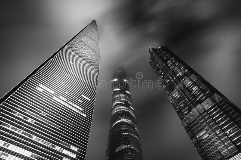 Zwart & Wit van de wolkenkrabberstoren van Shanghai bij nacht in Shanghai stock afbeeldingen