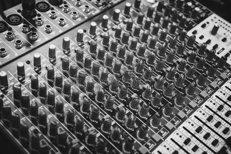 Zwart-witte Audiomixer royalty-vrije stock afbeeldingen