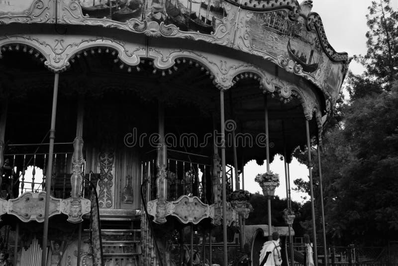Zwart-witte carrousel stock afbeeldingen
