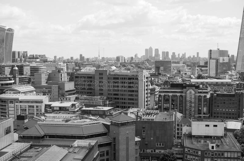Zwart-witte de stadshorizon van Londen stock afbeelding