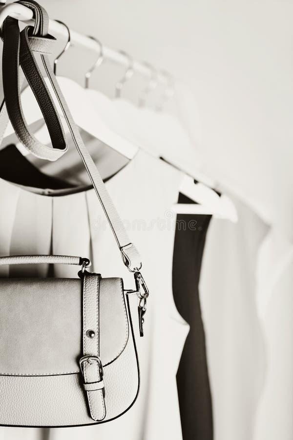 Zwart-witte foto met het onduidelijke beeld Vrouwen` s kleding op een wit royalty-vrije stock afbeelding