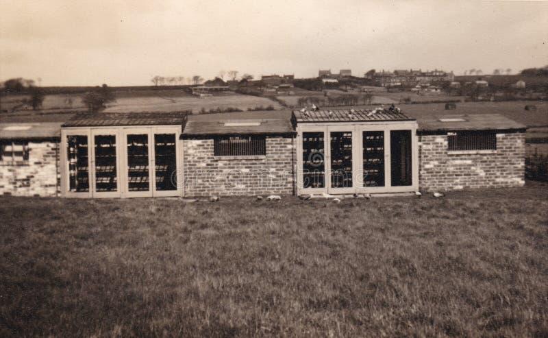 Zwart-witte foto van een gebouw in een gebiedsjaren '50 royalty-vrije stock foto