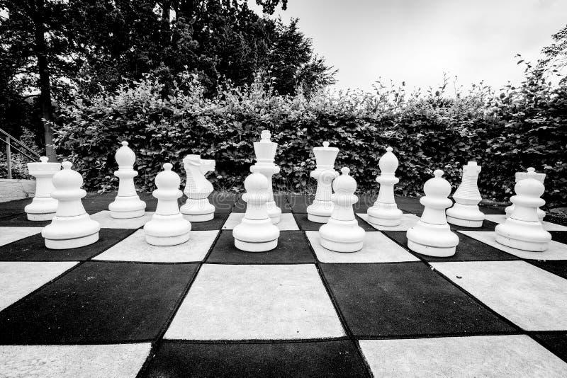 Zwart-witte foto van een spel van schaak royalty-vrije stock afbeeldingen