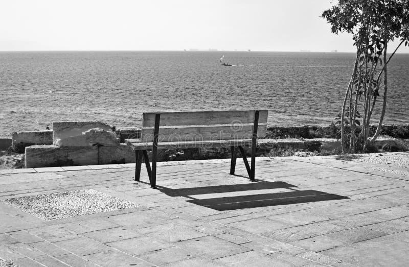 Zwart-witte fotografie Piraiki Piraeus Griekenland stock foto's